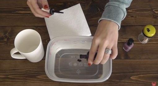 decore sua caneca usando esmalte