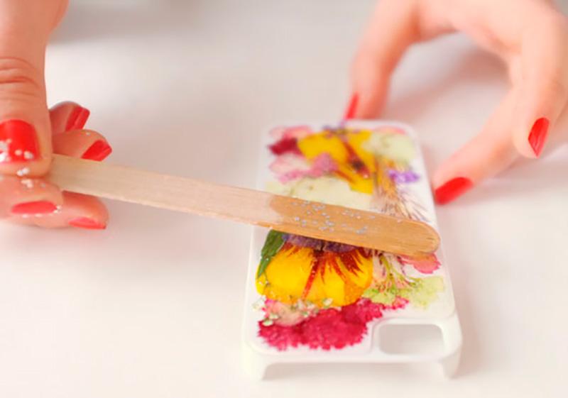 case-para-celular-com-flores