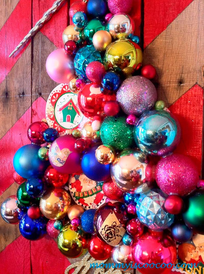 arvore-de-natal-com-ornamentos-e-pallet